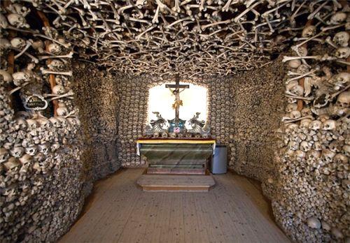 Image result for کلیسای با استخوان انسان در