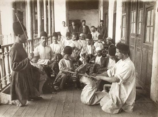 چوب و فلک روش های مجازات کردن در زمان قاجار (عکس)