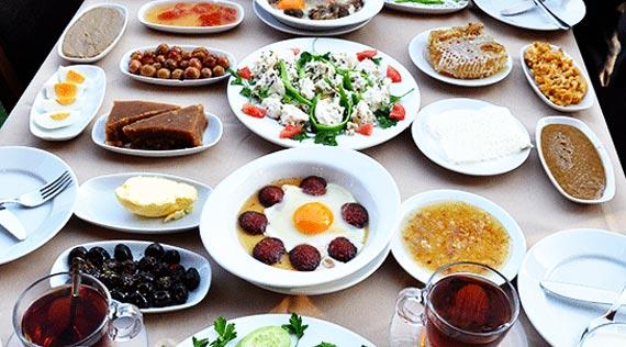 تزیین سفره صبحانه ایرانی