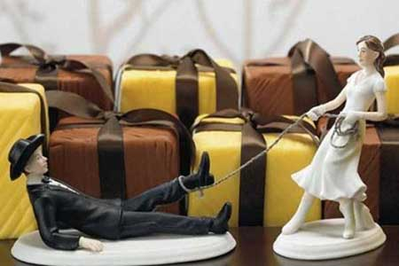 مجسمه های دیدنی عروس و داماد روی کیک عروسی
