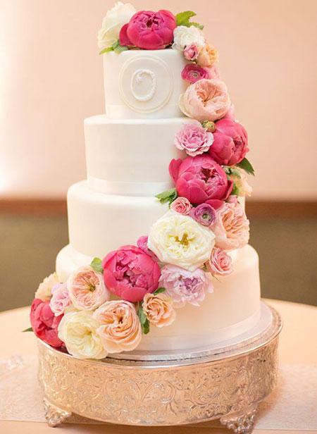 کیک عروس و داماد, تزیین کیک با گل های طبیعی