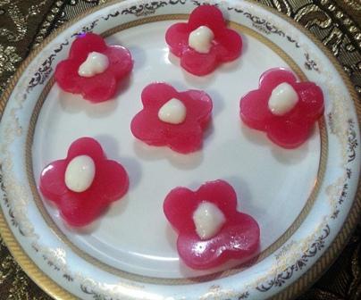 ژله شکوفه , تزئین ژله به شکل شکوفه , ژله به شکل شکوفه , تزئین ژله, تزیین ژله, ژله گل, ژله تزریقی ,ژله رولتی